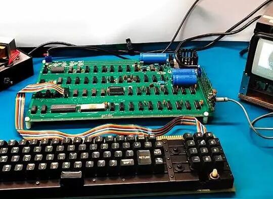 第一代苹果电脑326万元成交身价翻了700倍